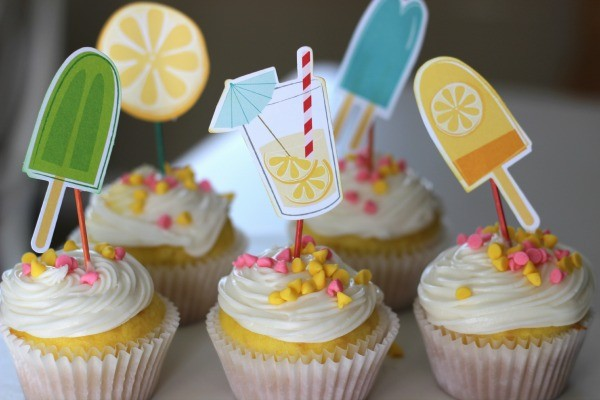 Easy Fun in the Sun Cupcake Toppers made with @pebblesinc Fun in the Sun collection by @ribbonsandglue