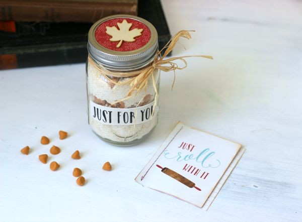 Easy Cookie in a Jar gift made with the @pebblesinc Harvest collection by @ribbonsandglue