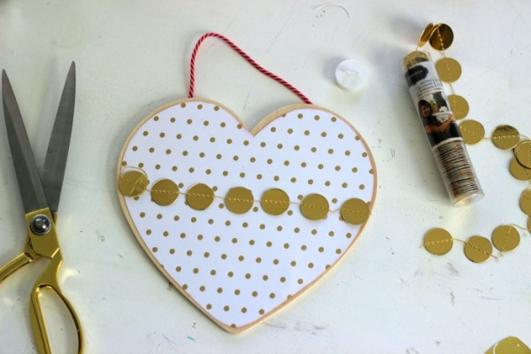 Wood Heart Plaque embellished with @pebblesinc Gold Garland
