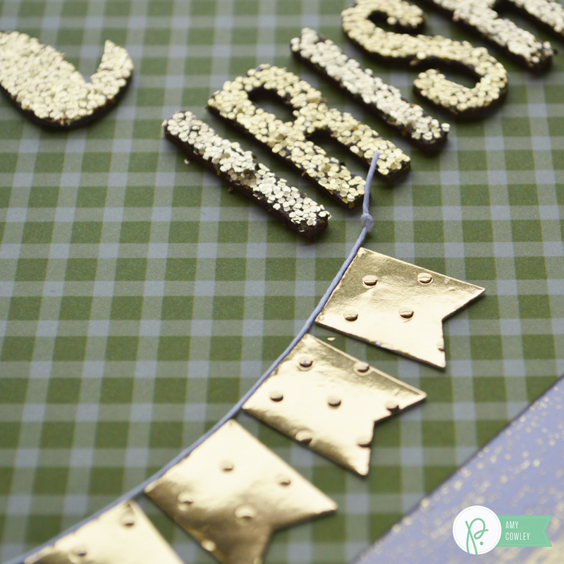 Green + Gold are the perfect St. Patrick's Day combination. @thehappyscraps shows us how easy this DIY wall hanging is using the #DIYhome & #Harvest collections from @pebblesinc.